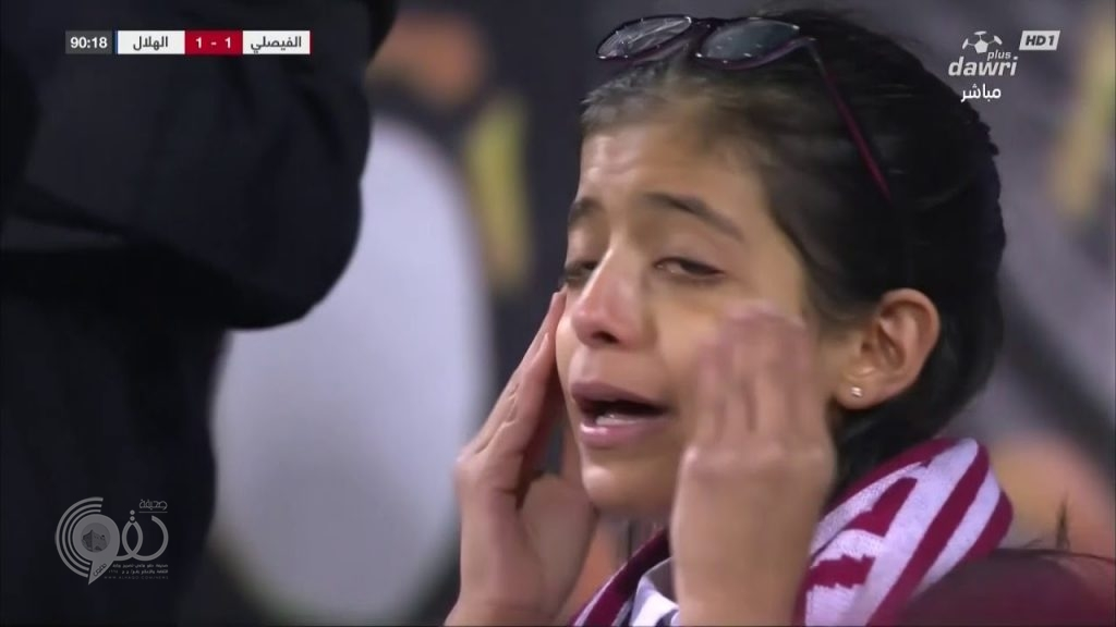 طفلة تدعو للفيصلي بعد تأخره بهدف وبعد دقائق تبكي من فرحة التعادل.. فيديو