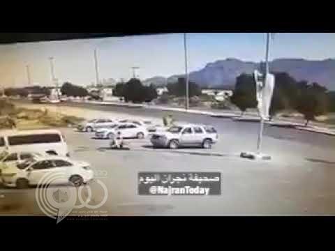 بالفيديو.. لحظة طيران سائق من سيارته إثر اصطدامها بشاحنة في نجران