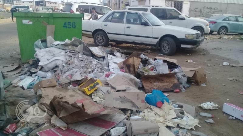 شاهد.. النفايات تشوه شوارع صناعية جازان
