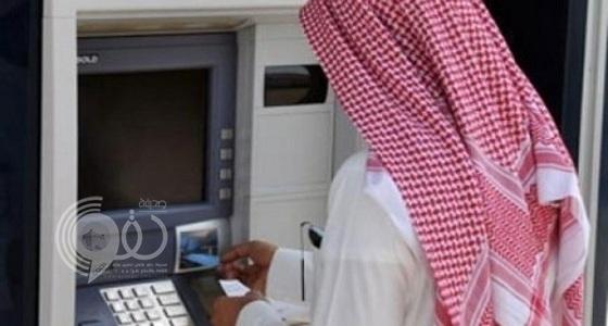القبض على مواطن استولى على مبالغ مالية من 35 حسابا بنكيا