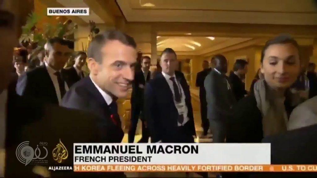 شاهد.. ردة فعل الرئيس الفرنسي عندما سأله مراسل الجزيرة عما دار بينه وبين ولي العهد
