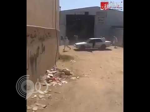 بالفيديو.. شاهد مشاجرة طاحنة بين طلاب مدرسة في نجران