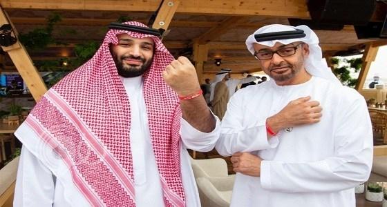 """حقيقة الأسورة الحمراء بيد الأمير """"محمد بن سلمان"""" وولي عهد أبو ظبي"""