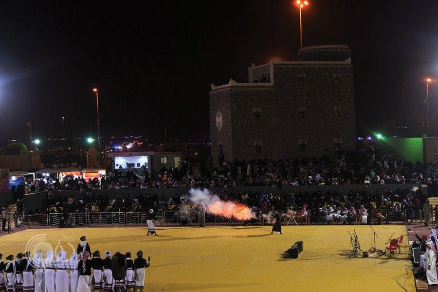 شاهد بالفيديو.. فرقة الداير تشعل حماس الجنادرية
