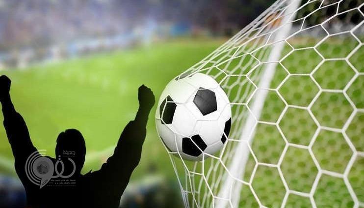 لاعب سعودي من جازان يفجع بوفاة والده بالمدرجات خلال مباراة فريقه! -صور