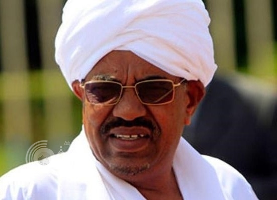 أحد حراس الرئيس السوداني يعتدي على وزير في بلاده ويشج رأسه بماسورة والبشير يتدخل!