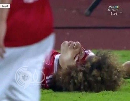 """شاهد.. لحظة ارتطام رأس لاعب الوحدة """"النمر"""" مع لاعب الأهلي """"دياز"""".. والفحوصات الطبية تكشف نتائج صادمة حول إصابته"""