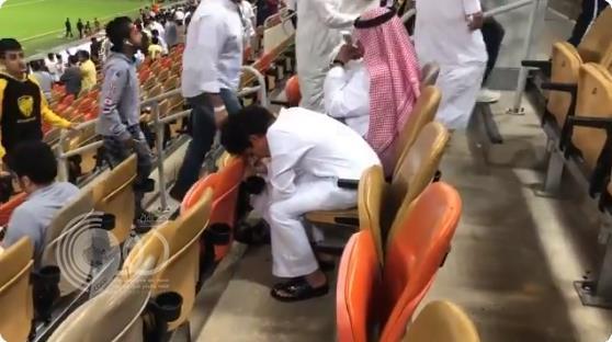 طفل يبكي حزناً على خسارة الاتحاد أمام الفيصلي بمدرجات الجوهرة.. (فيديو)