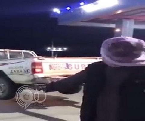 شاهد: ردة فعل مواطن تجاه سيارة شخص مدين له بأموال!
