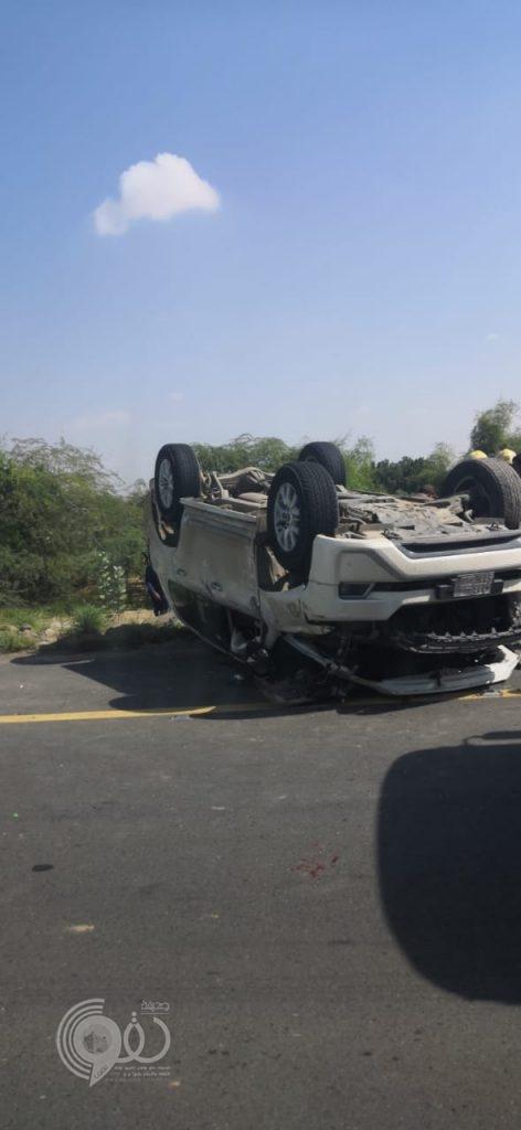 محافظة بيش : حادث تصادم يتسبب في إنقلاب مركبه وإصابة قائدتها – صور