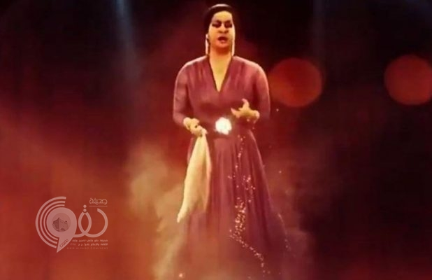 """كأنها على قيد الحياة .. شاهد: جسد أم كلثوم يظهر على مسرح المرايا بـ""""العلا"""" بعد وفاتها بـ 40 عاما!"""