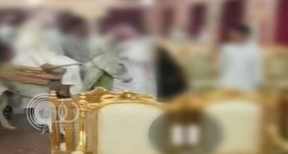 تفاصيل محاكمة الشبان الذين دخلوا قصر أفراح بحمار في صامطة.. فيديو