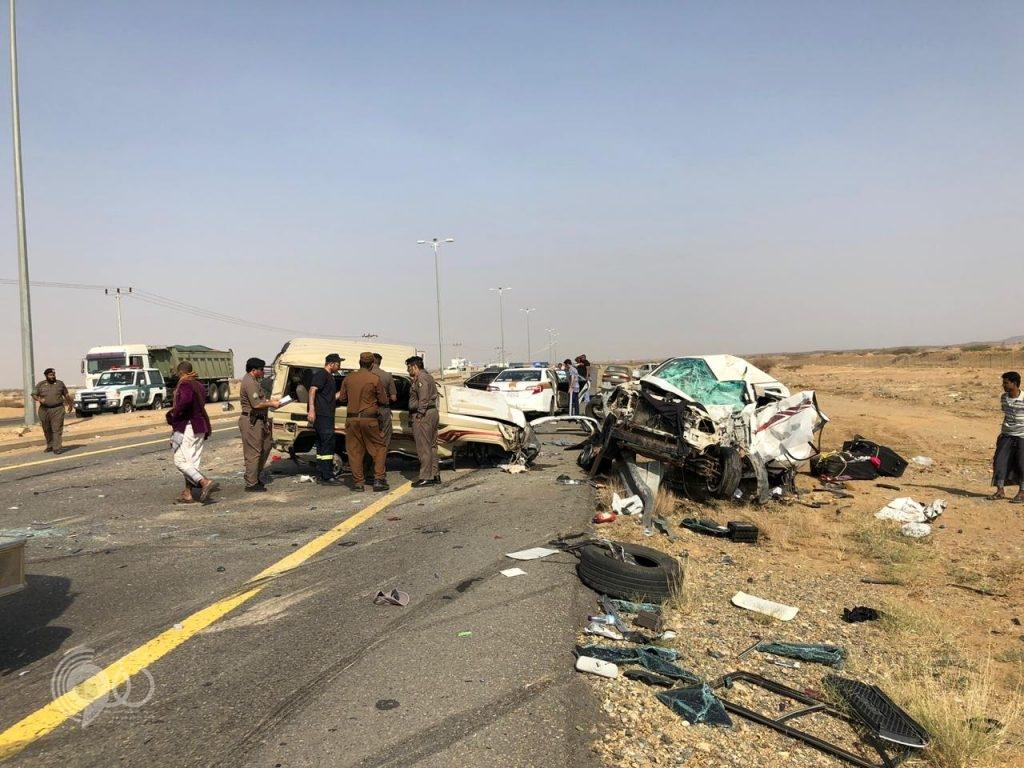 حادث مروري مروّع يصرع شخصين بالقرب من محافظة بيش – صور
