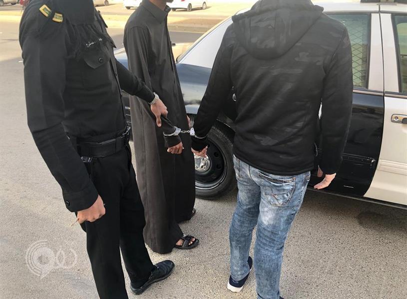 """ضبط شخصين يقومان بعمل طبي في مجال """"التجميل"""" بالمنازل بدون ترخيص في الرياض"""