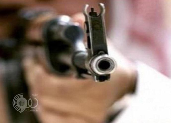 مواطن يقتحم محل جوالات بالطائف ويطلق النار من رشاش على اثنين .. تفاصيل