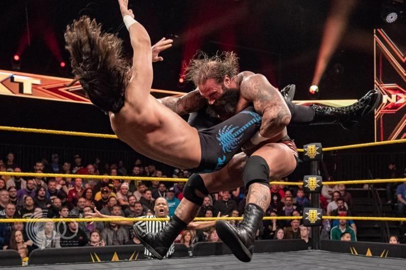 """بالفيديو.. """"الشهيل"""" أول مصارع سعودي في حلبة WWE .. وهكذا كان أداؤه"""