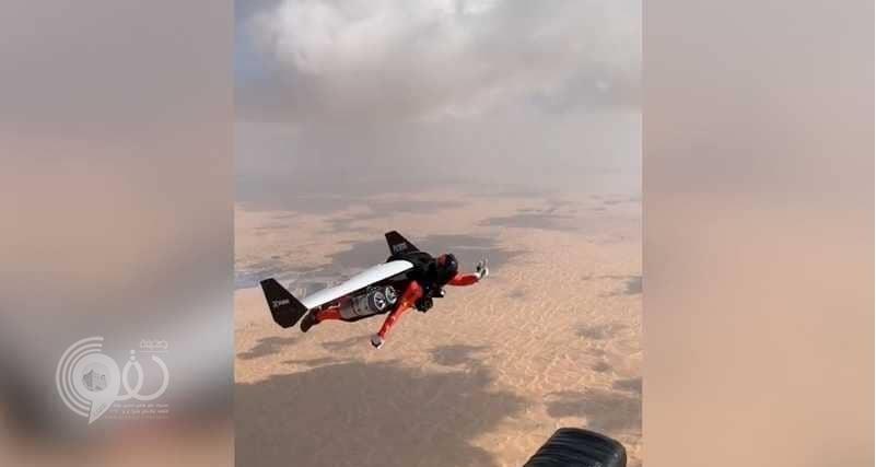 """بالفيديو.. شاهد ولي عهد دبي يحلّق برداء """"الرجل الحديدي"""" في سماء الإمارات"""