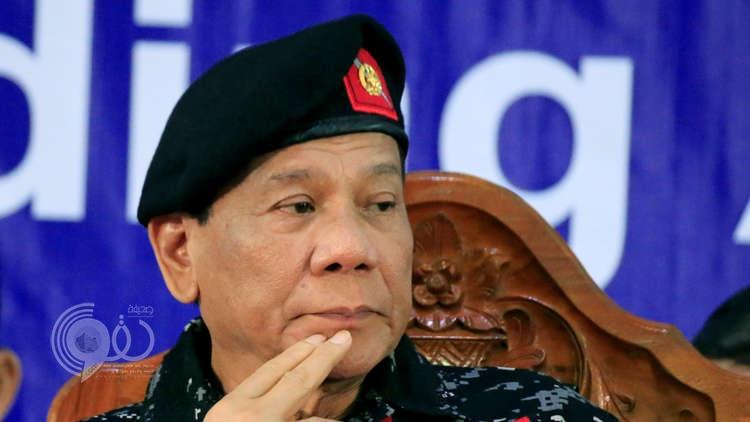 رئيس الفلبين مخاطبا عسكريي بلاده: هذا ما يجب أن يقوم به من يريد منكم القيام بانقلاب عسكري!