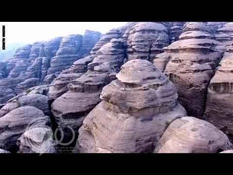 """مصور يوثق المنظر """"الخيالي"""" لجبال القهر في محافظة الريث بالسعودية.. فيديو"""