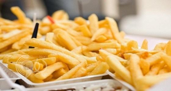 """بالفيديو.. استشاري تغذية يكشف عن وجود مادة مسرطنة في """" البطاطس المقلية """""""