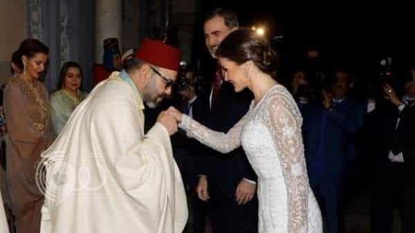 شاهد: تصرف مفاجئ من ملك المغرب تجاه ملكة إسبانيا عندما شعرت بالبرد
