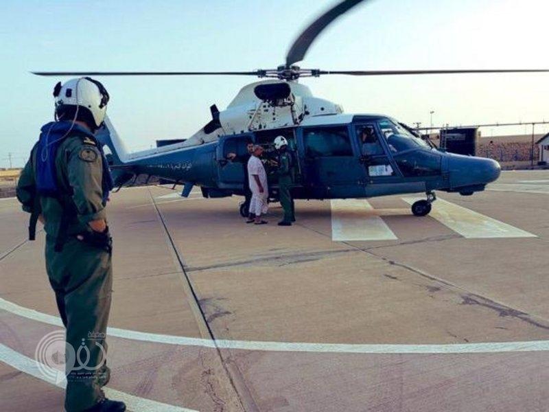 """جازان.. """"طيران القوات البحرية"""" ينقذ حياة مريض وينقله الي مستشفى الملك فهد المركزي"""
