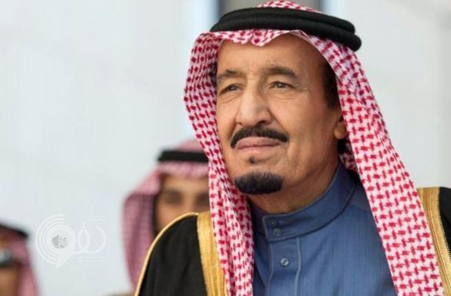 شاهد.. صورة نادرة للملك سلمان وهو بعمر 3 سنوات برفقة والده الملك المؤسس