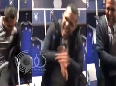 بالفيديو.. شاهد طبيب الهلال يصف أهداف الفريق بطريقة مضحكة