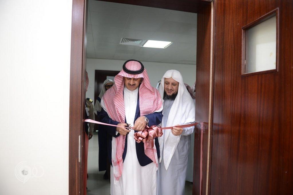 مدير جامعة الملك خالد يفتتح معامل القرآن الكريم بكلية الشريعة ويتفقد مرافقها