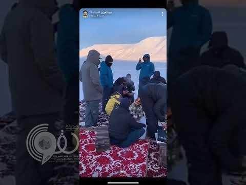 """أغرب """"كشتة"""".. شاهد : """"خالد الزعاق"""" وزملائه في رحلة """"برية"""" إلى أكثر مناطق العالم برودة!"""