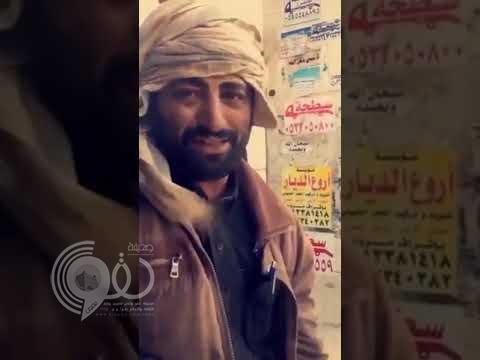 """شاهد.. عامل في محطة """"بنزين"""" يقلد صوت """"السديس"""" أثناء قراءة القرآن!"""