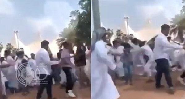 بالفيديو .. مشاجرة بين جماهير الهلال والنصر قبل مباراة الديربي