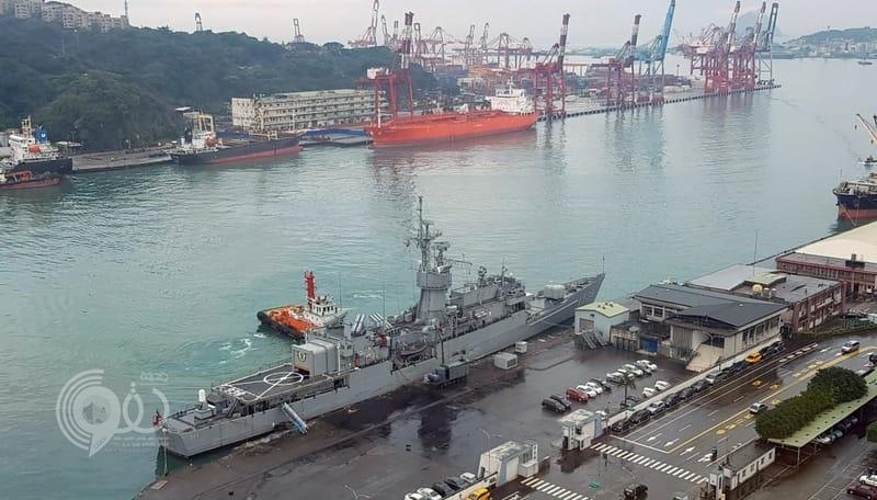 كادت أن تحدث كارثة.. ناقلة نفط سعودية تصطدم بفرقاطة سلاح البحرية التايواني