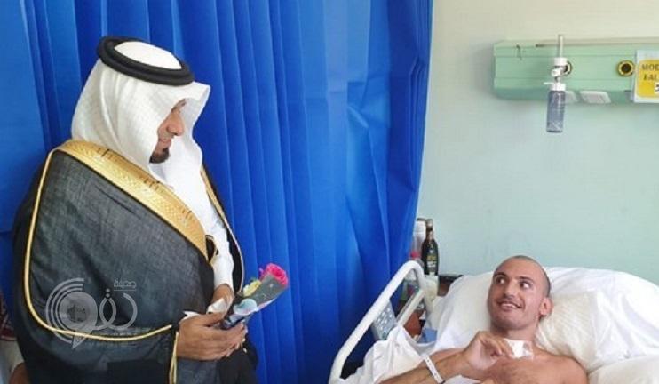 شاهد.. محافظ الريث يزور المرضى المنومين بالمستشفى