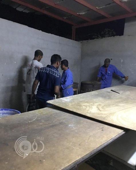 """شرطة جازان تلقي القبض علي مافيا صنع """"اللحوح"""" بالعارضة.. صور"""