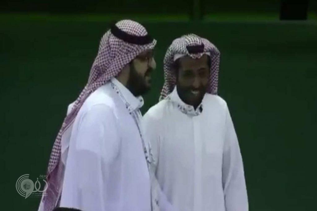 بالفيديو.. لقطة أخوية بين رئيسي الهلال والنصر قبل ديربي الرياض