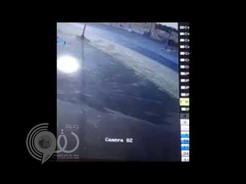 شاهد لحظة تصادم مروع أودى بحياة 4 اشخاص لسيارتين ببريدة.. فيديو