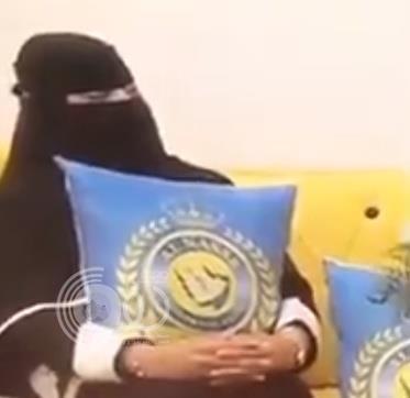 بالفيديو.. مشجعة نصراوية تعرض على زوجها التكفل بزواجه ثانية لو تحوّل من هلالي إلى نصراوي