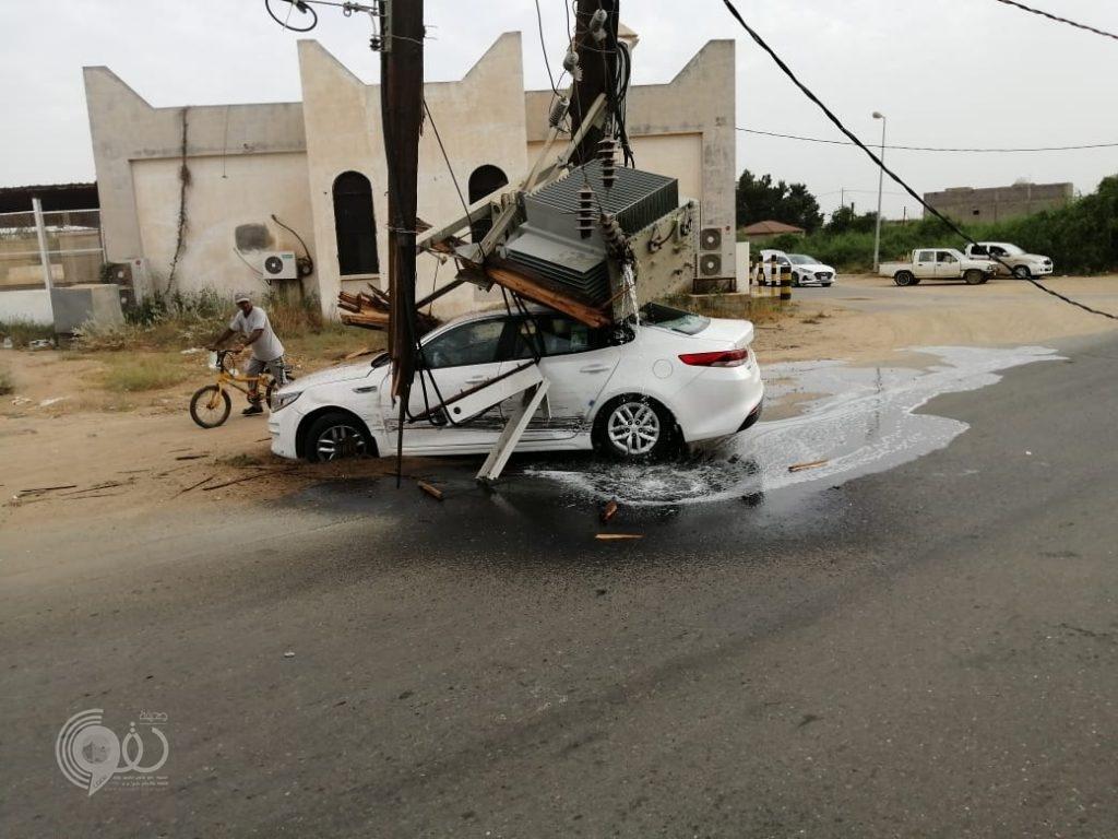 العناية الإلهية تُنقذ مواطن بعد سقوط محول كهرباء على مركبته بمحافظة بيش – صور