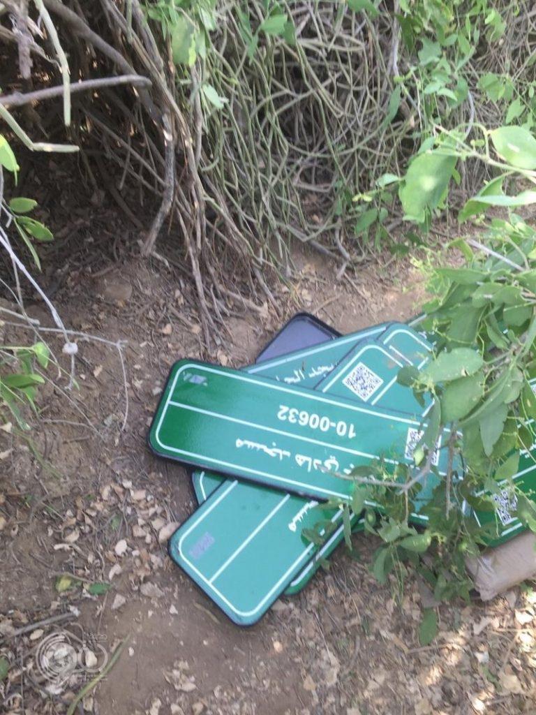 الأمن يعثر على لافتات جديدة بأسماء مساجد بصبيا .. هنا أُخفيت وهذه قصتها