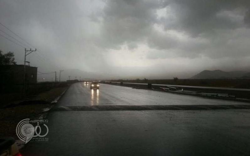 """أمطار جازان .. """"المدني"""" يحذّر من بطون الأودية ومجاري السيول"""