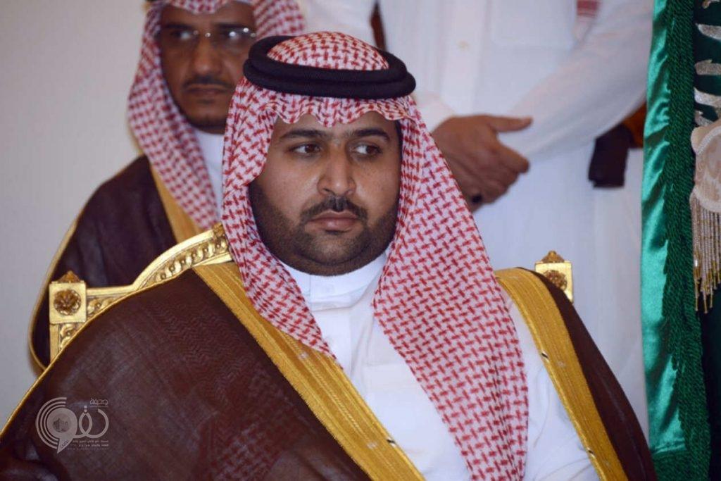 نائب أمير جازان ينقل تعازي القيادة لذوي الشهيد الهزازي