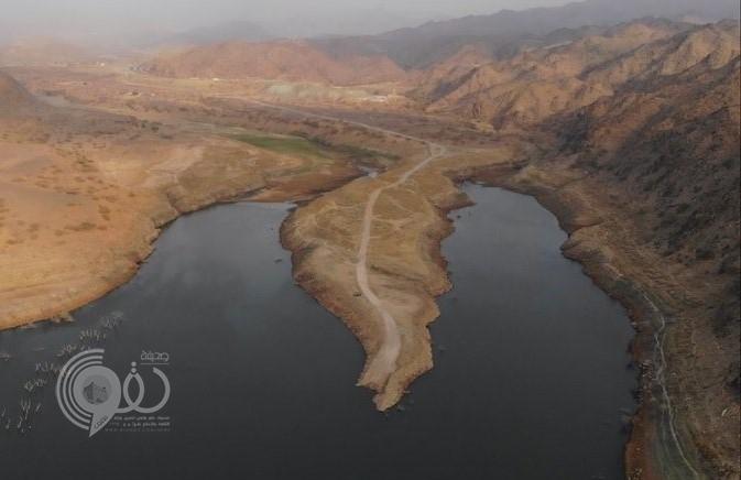 """شاهد بالفيديو والصور.. بحيرة سد """"وادي بيش"""" تغيب عن واقع الاستثمار"""