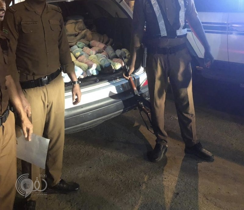 شرطة صبيا تطيح بمهرب وبحوزته نحو 115 حزمة قات