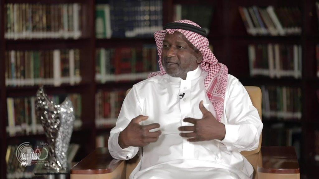 """شاهد .. الكلباني مذيعاً لأول مرة في """"بين بين"""" ويستضيف ماجد عبدالله !"""