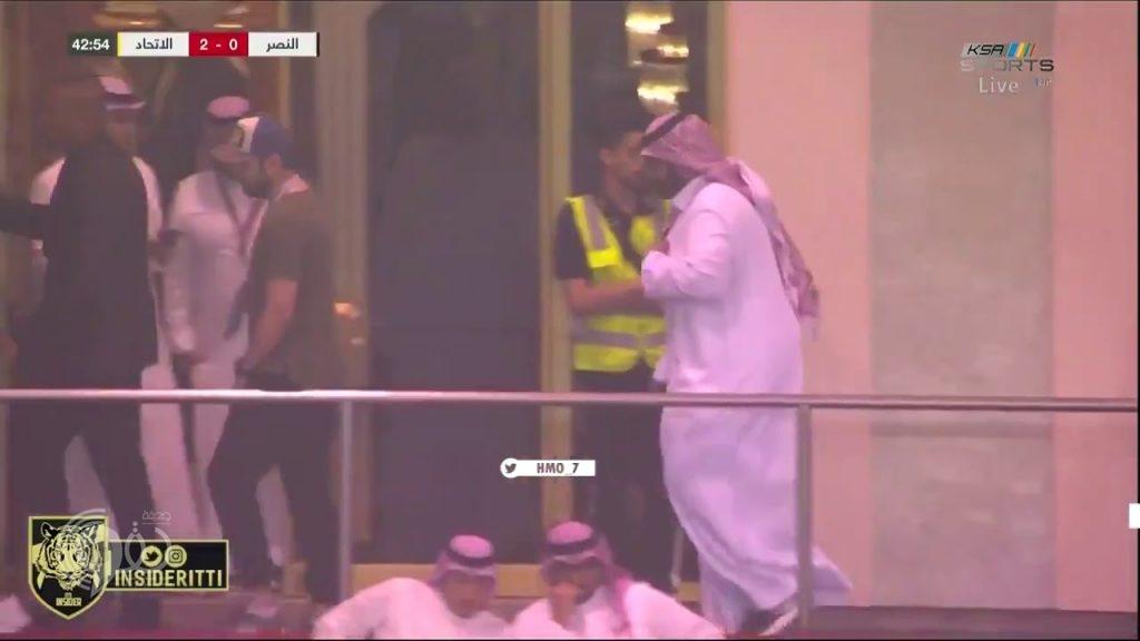 بالفيديو.. رئيس النصر يُغادر استاد الملك فهد بعد هدف الاتحاد الثاني