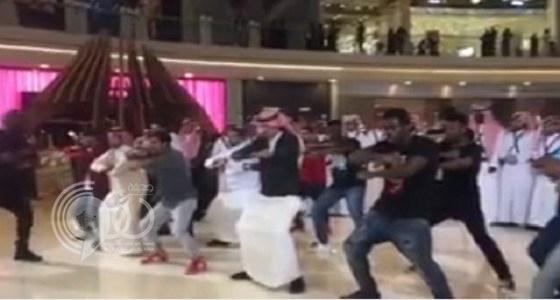 """شاهد بالفيديو.. تمثيل رقصة """" هاكا النيوزيلندية """" في الرياض"""