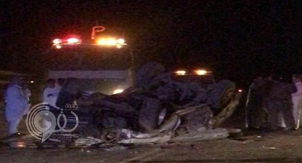 """تفاصيل جديدة حول حادث انقلاب سيارة ووفاة فتاة مجهولة كانت برفقة شابين بـ""""أضم"""""""