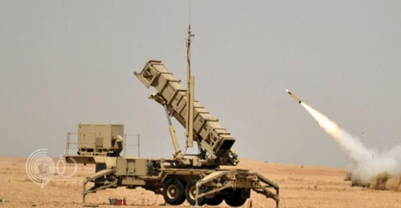 الدفاع الجوي السعودي يعترض ويدمِّر طائرتَيْن بدون طيار معاديتَيْن باتجاه خميس مشيط