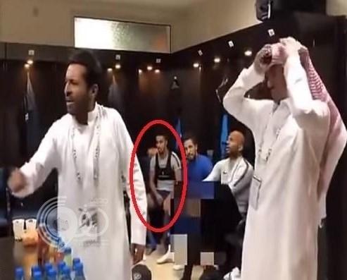بالفيديو: بعد حركته أثناء حديث رئيس الهلال.. سالم الدوسري يخرج عن صمته ويبرر موقفه!